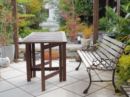 ベンチとテーブル 写真素材 - 46962173