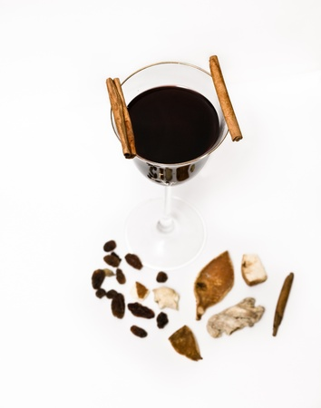 Mulled wine, cinnamon and raisins