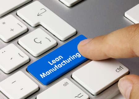 Lean Manufacturing Written on Blue Key of Metallic Keyboard. Finger pressing key. 免版税图像