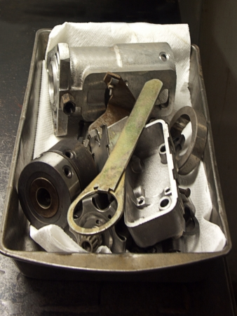 kw: Pan with parts of a fuel injection pump that has been dismantled
