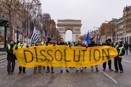 5th Yellow Vests demonstration (Gilets Jaunes) protesters against fuel tax, government, and French President Macron with slogan at Champs-Élysées 新聞圖片