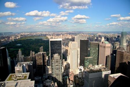 urban life: la vida urbana en EE.UU. ciudad, edificio cuadrado con el d�a soleado