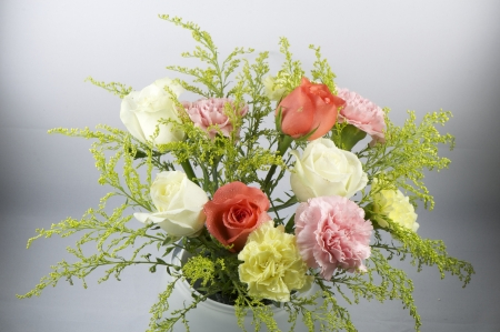 flower bunquet with roses, carnations and statices, used in wedding and celebration Stock Photo - 13823789