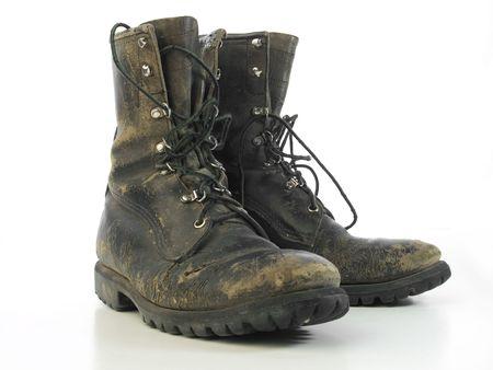 Versleten oude bestrijding van laarzen geïsoleerd op wit  Stockfoto