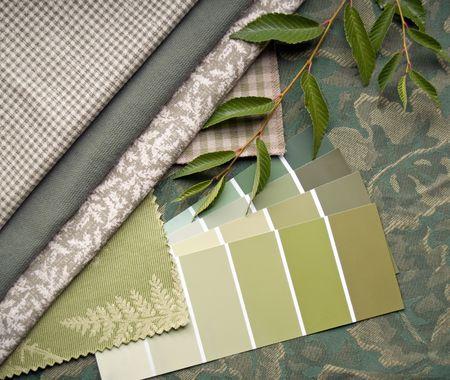 Interieur decoratie plan van aardse groen en beige prints en kleuren stalen.  Stockfoto