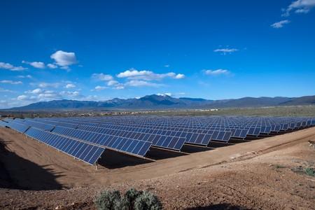 Grote fotovoltaïsch systeem op het Klauer Campus UNM-Taos, NM  Stockfoto