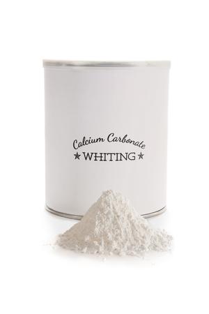 탄산 칼슘은 내구성과 경도를 향상시키기 위해 도자기 글레이즈에 사용되는 플럭스입니다. CaCO3. 사진 촬영을 위해 만든 레이블, 저작권 침해 문제가  스톡 콘텐츠