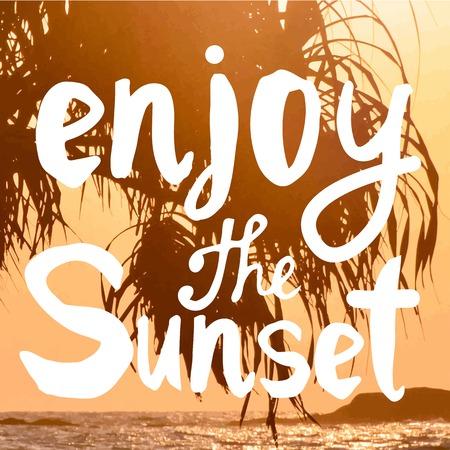 siervo: Verano puesta de sol junto al mar. Hermosa puesta de sol con siluetas de palmeras. Disfrutar de la puesta de sol. Vectores