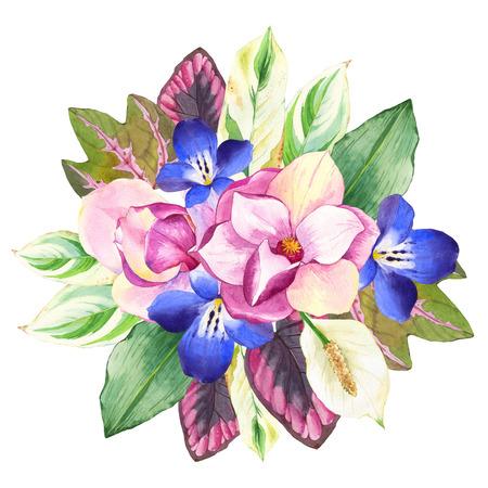 Hermoso ramo de flores tropicales y plantas en el fondo blanco. Composición con magnolias, begonia hojas y flores de color azul.