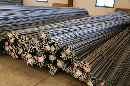 industriële stalen ijzeren balken in de fabriek