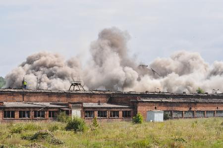 dinamita: Las próximas etapas de la demolición del edificio industrial dinamita Foto de archivo