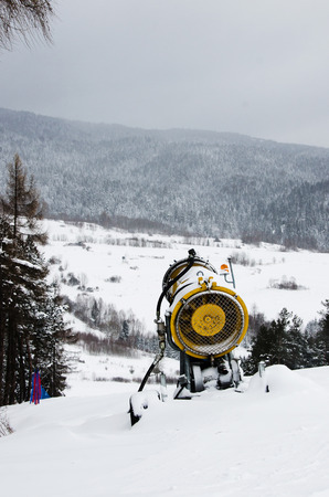 spurt: Snow cannon to produce snow on the ski slopes.