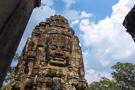 Stone Face on Bayon Temple at Angkor Thom, Buddhist faces on towers at Bayon Temple and mysterious temples of ancient civilisation, Siemreap, Cambodia. Banque d'images
