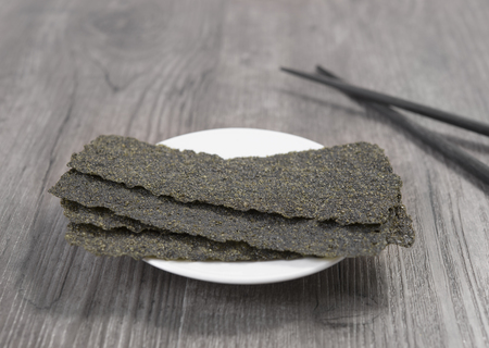 Crispy dried seaweed on dish. japanese food. Reklamní fotografie