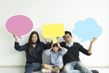 Families  holding  sign colorful speech bubble. Imagens