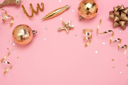 Christmas composition with decorations and gift box with star confetti on pink pastel background. winter, new year concept. Flat lay, top view, copy space. Banco de Imagens - 134082617