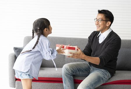 Asian daughter give present for father. concept surprise gift box for fathers day. Stock fotó - 147815108