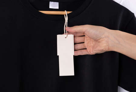 Mockup blank black t-shirt and blank label tag for advertising. Stockfoto - 152465510