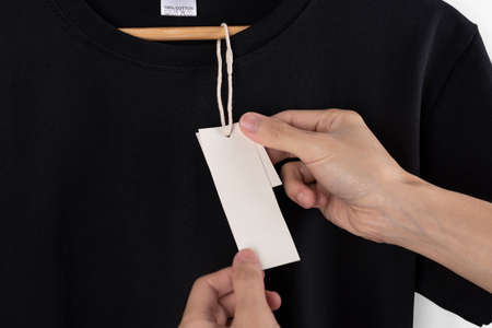 Mockup blank black t-shirt and blank label tag for advertising. Stockfoto - 152465707