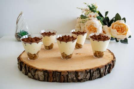 Tiramisu cupcake : Small cups of tiramisu dessert 免版税图像