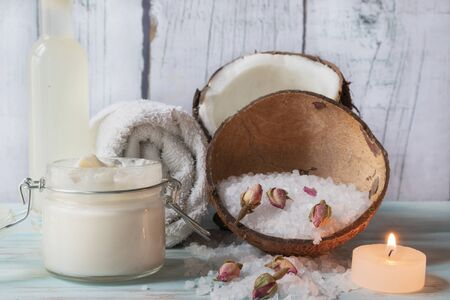 Butter for the body of coconut and roses, with tonic of coconut water, candle and bath salts Reklamní fotografie