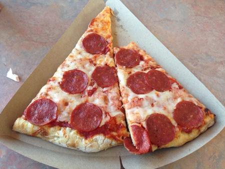peperoni: Two pieces of peperoni pizza
