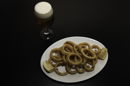 Delicious breaded calamari ready to enjoy, with its beer