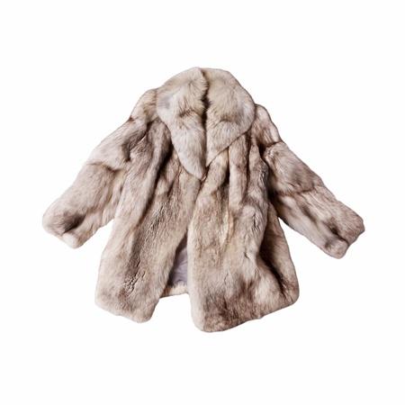abrigo de piel de zorro real aislada sobre fondo blanco
