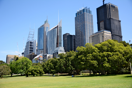 Australia; Sydney October 25th 2018 -View on business centre with skyscrappers. People relaxing on the grass in city park Standard-Bild - 123681367