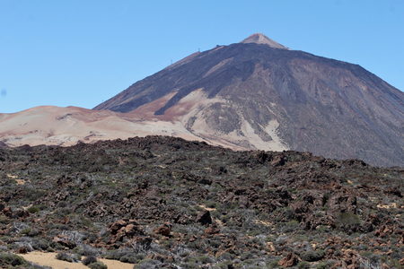 Mount Teide - is a volcano on Tenerife in the Canary Islands. Its 3,718-metre summit is the highest point in Spain and the highest point above sea level in the islands of the Atlantic. Standard-Bild - 117105036