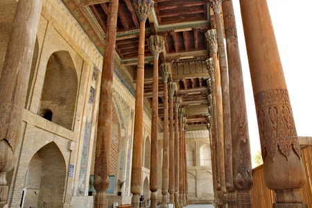 Bolo Haouz Mosque built in 1712;   served as a Friday mosque. Thin columns made of painted woods were added to the frontal part of the iwan (entrance) in 1917, additionally supporting the bulged roof of summer prayer room. The columns are decorated with colored muqarnas. Standard-Bild - 117105159