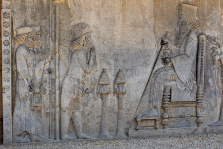 Relief on a wall of the ancient city of Persepolis Standard-Bild - 117105255