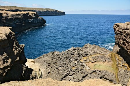 Reqqa Point is a popular reef diving site in Ghasri, Gozo, giving you an opportunity to explore the underwater world and discover the marine life Standard-Bild - 127499371