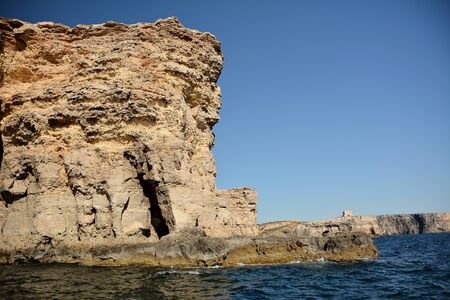 High cilfs with caves on Cominotto Island, near famous Comino Island Standard-Bild - 127499798