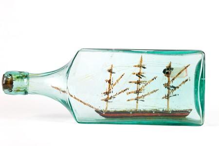 nautic: Miniature ship in a green bottle