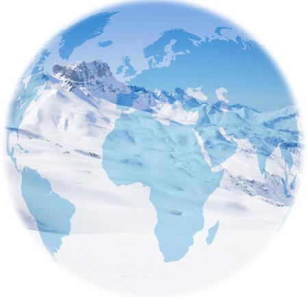 Globus über dem Berg Acher Castle im Winter, bedeckt von Schnee Standard-Bild - 92299097