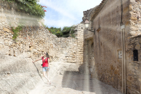 girl supported in a wall made of stone in Peratallada