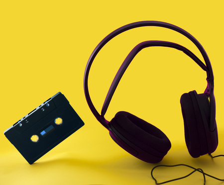 headphones and a cassette in a yellow background 스톡 콘텐츠