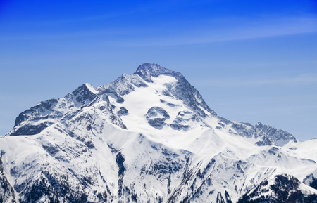 peak covered of snow in winter with a blue sky 版權商用圖片