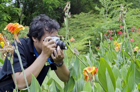 close range: Photographers take photos of the birds at close range. Stock Photo