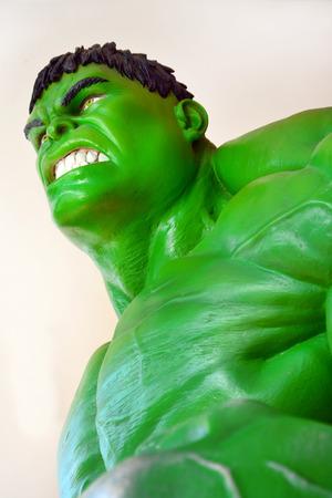 vengador: Ayuttaya, TAILANDIA, 08 de noviembre 2014: El modelo de Hulk en el mercado flotante Thung Bua Chom