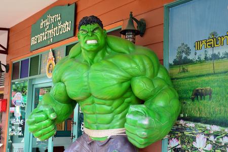avenger: Ayuttaya, TAILANDIA, 08 de noviembre 2014: El modelo de Hulk en el mercado flotante Thung Bua Chom