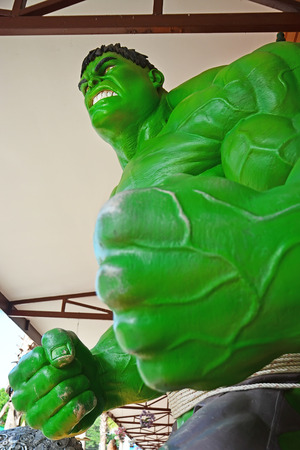 vendicatore: Ayuttaya, Thailandia-8 novembre 2014: Il modello di Hulk a Thung Bua Chom mercato galleggiante Editoriali