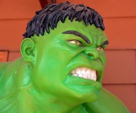 vengador: Ayuttaya, TAILANDIA, 19 de diciembre 2014: El modelo de Hulk en el mercado flotante Thung Bua Chom
