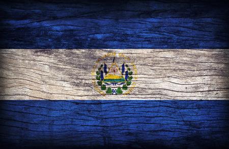bandera de el salvador: Patr�n de la bandera El Salvador en la textura de tabla de madera, de estilo retro de la vendimia