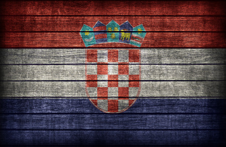 bandera croacia: Patr�n de la bandera de Croacia en la textura de tabla de madera, de estilo retro de la vendimia Foto de archivo
