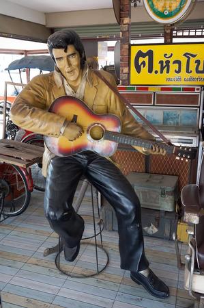 elvis presley: AYUTTAYA ,THAILAND- JUNE 13, 2015: The Elvis Presley model at Thung Bua Chom floating market