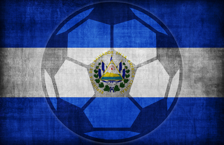 bandera de el salvador: símbolo de fútbol en modelo de la bandera El Salvador, época de estilo retro Foto de archivo