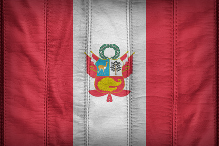 bandera de peru: War flag of Peru flag pattern on synthetic leather texture