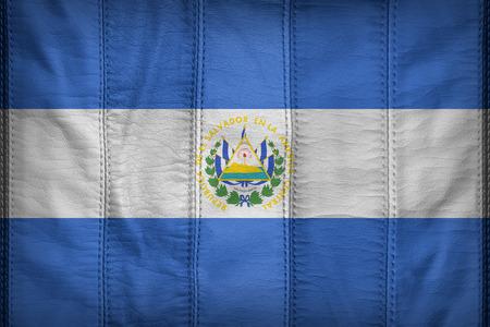 bandera de el salvador: patr�n de la bandera El Salvador en la textura de cuero sint�tico